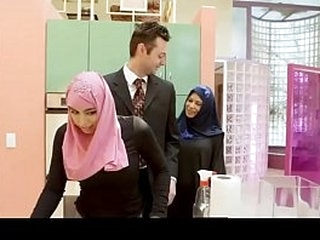 HOt CHICK does blowjob in Hijab