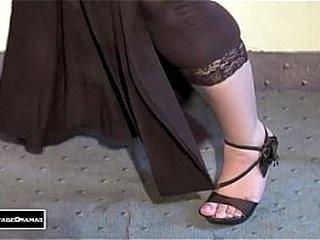 GHAZAL CHAUDHARY NEW BOLLYWOOD MUJRA - PAKISTANI MUJRA DANCE - YouTube